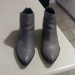 Simply Vera ankle booties size 6.5